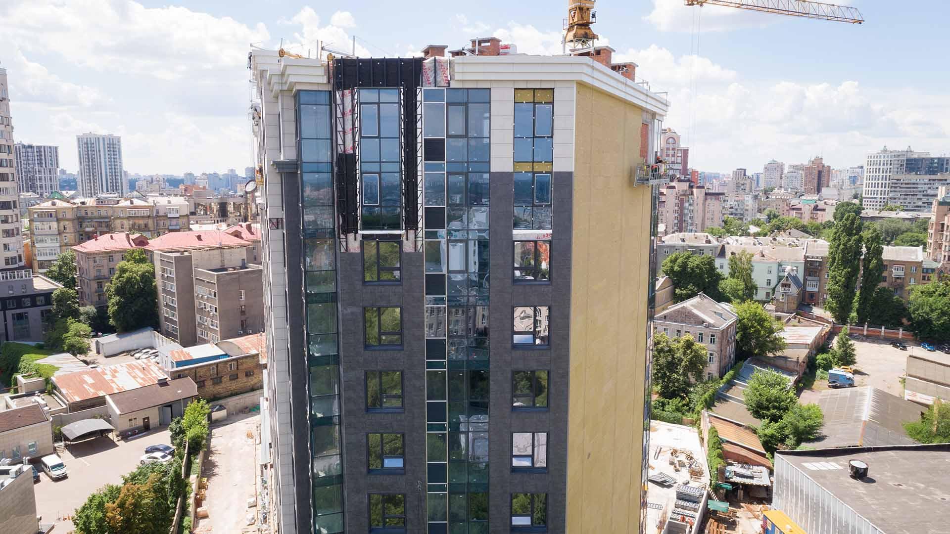 ЖК «Львівська Площа»: в другій черзі триває облаштування фасаду