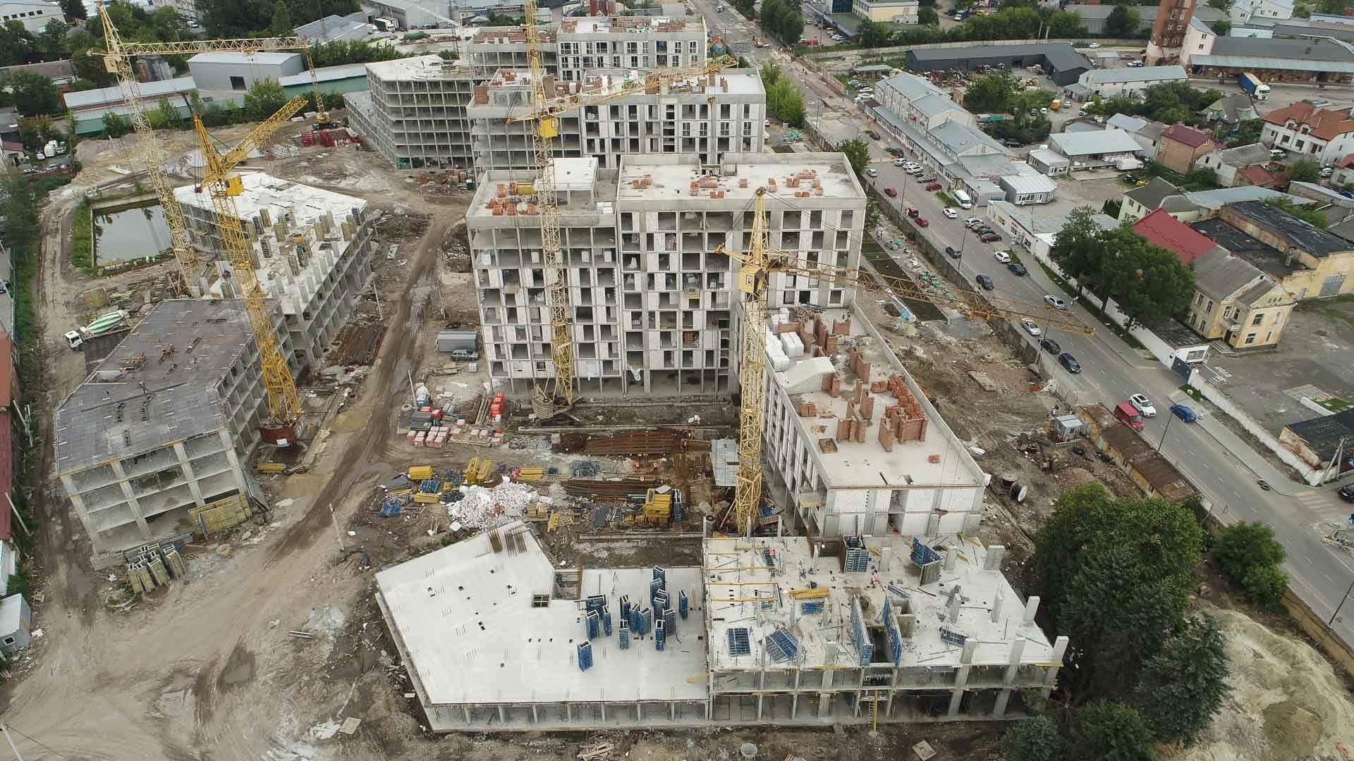 ЖК «Містечко Підзамче»: в секції 4.4 другої черги комплексу «Вежа» завершується влаштування вертикалу третього поверху