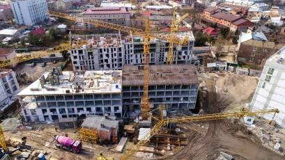 ЖК «Містечко Підзамче»: в секції В-4 третьої черги комплексу «Новий Форт» триває влаштування вертикальних конструкцій четвертого поверху