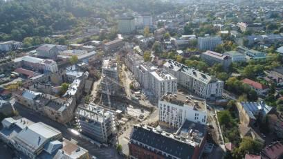 ЖК «Містечко Підзамче»: в третій черзі в секції В-1 комплексу «Новий Форт» виконується влаштування конструкцій даху