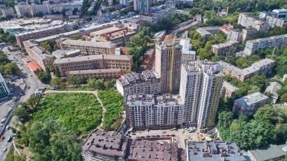 ЖК «Львівський квартал»: у будинку шостої черги триває встановлення квартирних дверей