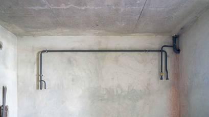 В першій секції будинку В-1 розпочато облаштування системи опалення та внутрішньої газифікації