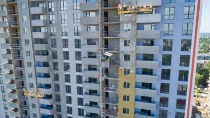 В будинку №2 тривають фасадні роботи