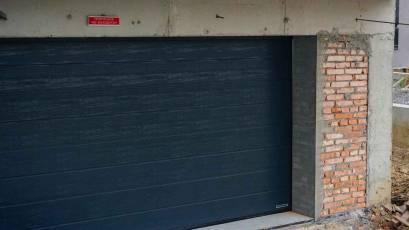 ЖБ Topolis: завершено влаштування дверей паркінгу