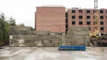 ЖК «Компаньйон»: у першій секції другої черги триває встановлення фундаментних блоків цокольного поверху