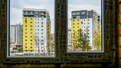 ЖК «Велика Британія»: в першій секції шостої черги виконується встановлення віконних конструкцій