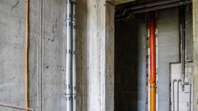 ЖК «Велика Британія» в першій секції будинку №1 сьомої черги завершено розведення системи вентиляції, каналізації та водопостачання