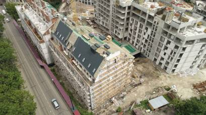 ЖК «Містечко Підзамче»: в секції Б-1 другої черги комплексу «Новий Форт» виконується влаштування дахового покриття