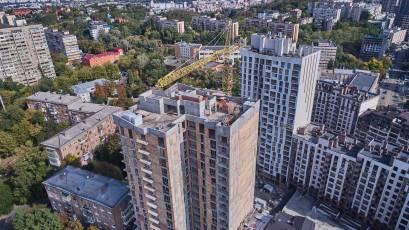 ЖК «Львівський квартал»: будівельники закінчили кладку на даху сьомої черги