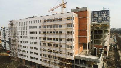 ЖК «Америка»: в першій секції будинку В-2 залито парапет тераси на третьому поверсі
