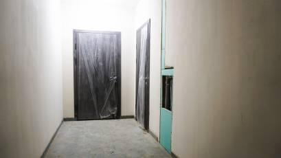 ЖК «Америка»: у першій і другій секціях будинку Д-2 встановлені вхідні двері