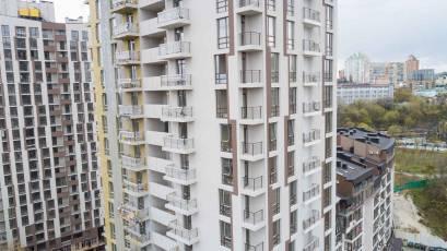 ЖК «Львівський Квартал»: у сьомій черзі завершується укладення плитки на балконах