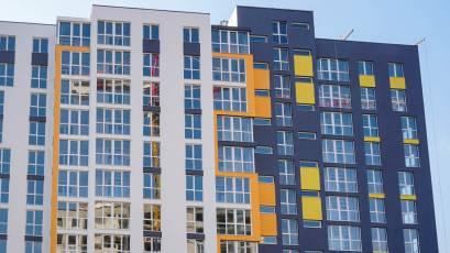 ЖК Riel City: в четвертій секції третьої черги завершено оздоблення фасаду
