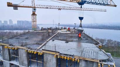 ЖК «Берег Дніпра»: монолітні роботи тривають на плиті перекриття 14 поверху