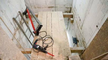 В будинку В-2 виконується монтаж ліфтів