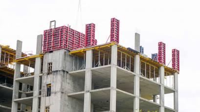 ЖК Riel City: во второй очереди в секции 1 выполняется вертикал девятого этажа