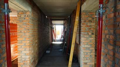 ЖК «Компаньйон»: у другій секції другої черги виконується встановлення плит перекриття першого поверху