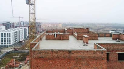 ЖК «Компаньйон»: у шостій секції першої черги триває облаштування даху