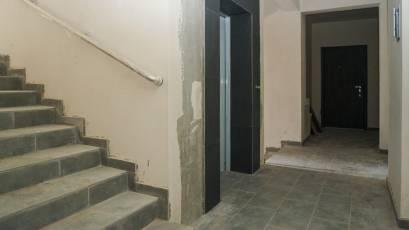ЖК «Америка»: в доме Д-1 выполняется отделка лифтовых порталов