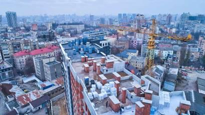 ЖК «Львівська Площа»: у другій черзі триває влаштування даху