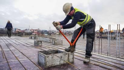 ЖК Riel City: у другій секції третьої черги триває влаштування дахового покриття та мурування стін