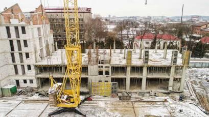 ЖК «Містечко Підзамче»: в секції Б-2 другої черги комплексу «Новий Форт» виконується влаштування вертикалу третього поверху