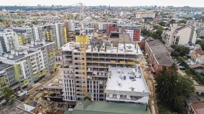 ЖК «Велика Британія» в другій секції будинку №1 сьомої черги триває влаштування вертикалу 13-го поверху