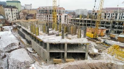 ЖК «Містечко Підзамче»: в секції В-4 третьої черги комплексу «Новий Форт» триває влаштування вертикальних конструкцій другого поверху