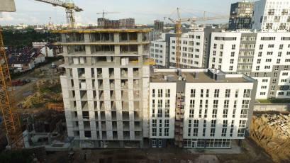 В першій секції будинку К-1 виконуються фасадні роботи