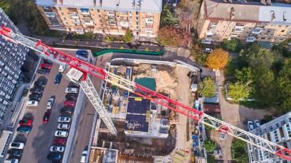 ЖК Forward: идет раскопка котлована под строительство секции «А»