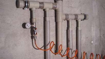 ЖК «Америка»: у будинку В-2 завершено влаштування мереж водопостачання та опалення