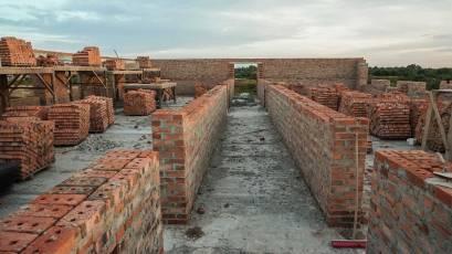 ЖК «Компаньйон»: у шостій секції першої черги триває мурування несучих стін сьомого поверху