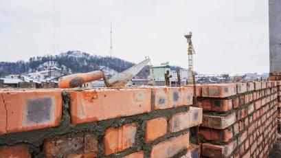 ЖК «Містечко Підзамче»: в секції А-3 першої черги комплексу «Новий Форт» триває мурування стін четвертого та п'ятого поверхів
