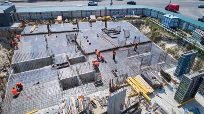 ЖК «Берег Дніпра»: триває армування вертикальних елементів третього поверху