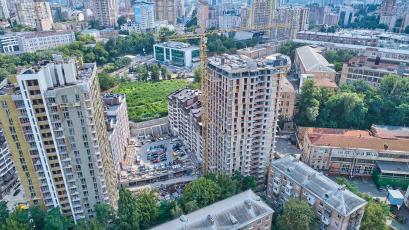 ЖК «Львівський квартал»: у сьомій черзі тривають дахові роботи
