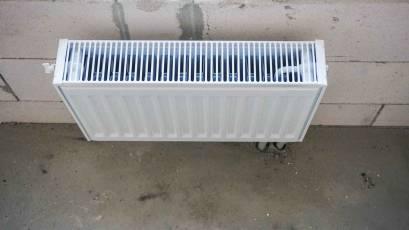 Виконується монтаж радіаторів опалення